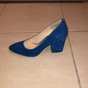 Nine West size 8 blue suede shoes